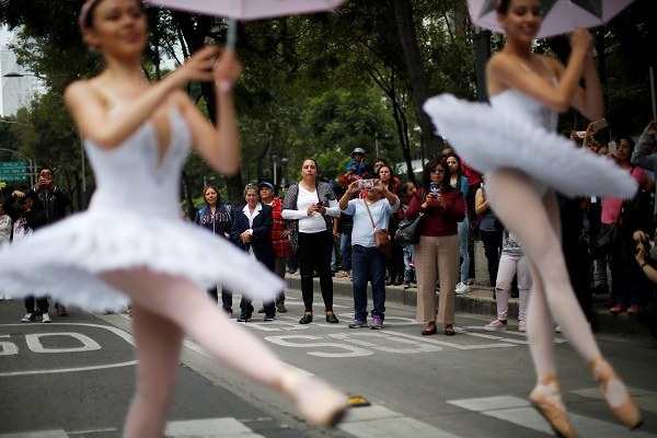 When traffic lights turned red, ballet dancers pirhouetted onto the streets to highlight the city