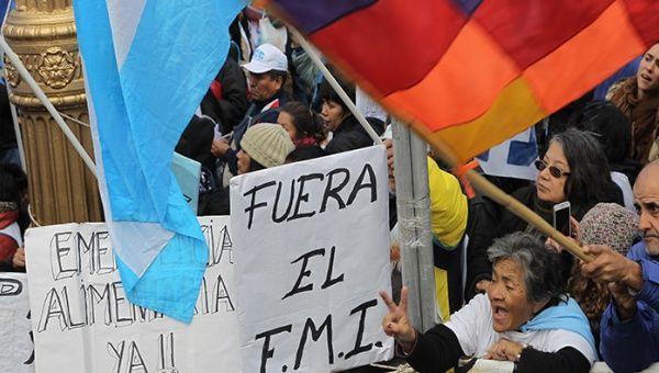 """Macri fue imputado por """"abuso de autoridad y violación del deber de funcionario público"""" debido al pacto con el FMI."""