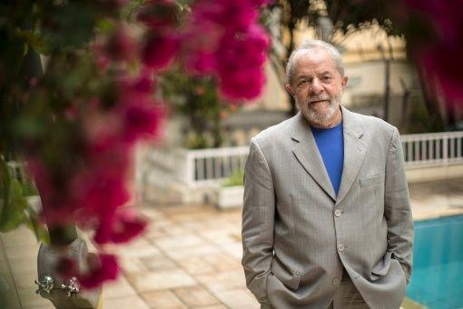 Para los defensores Lula fue vícitma de un lawfare, es decir, un uso indebido de la justicia con fines de persecución política.