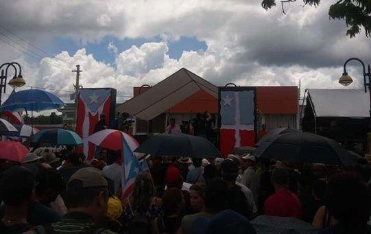 Al acto asistieron importantes figuras como el senador Juan Dalmau Ramírez y el líder independentista Oscar López Rivera.