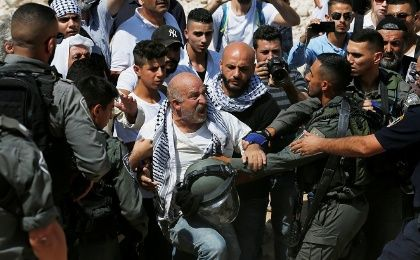 Palestinian man scuffles with Israeli troops in protest against Israel