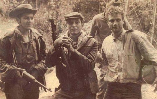 Turcios y otros compañeros fundan el Movimiento 13 de Noviembre, que posteriormente se integraría con el Partido Guatemalteco del Trabajo y el Movimiento 12 de Abril, para así formar las Fuerzas Armadas Rebeldes (FAR).