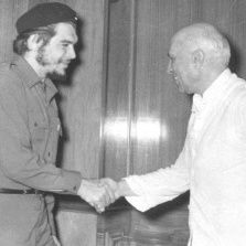 Prime Minister Jawaharlal Nehru welcoming Che Guevara in his Teen Murti residential office on Jul. 1, 1959.