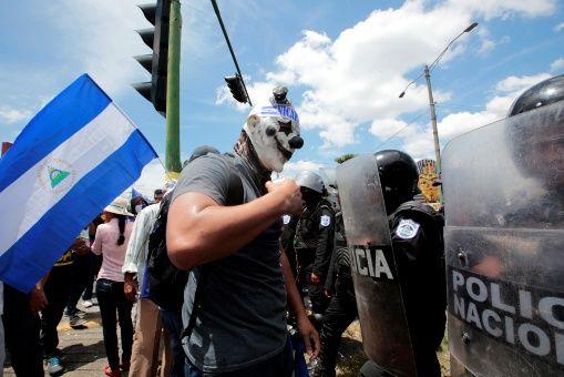 Los hechos de violencia registrados en el país, iniciados en abril pasado, generaron laparalización de las actividades comerciales y turísticas.   Foto: Reuters