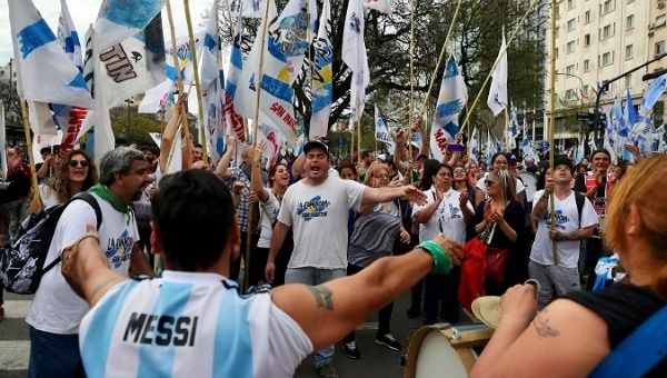 Experts, IMF Fear Argentina's Economic Crisis Could Affect Region