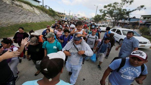 Más de 1.000 hondureños intentan llegar a Estados Unidos.