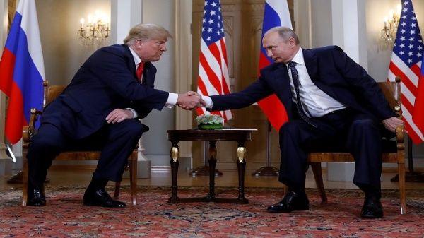 El presidente de ruso Vladimir Putin y el mandatario de EE.UU., Donald Trump se reunieron el pasado julio para discutir temas de seguridad cibernética.