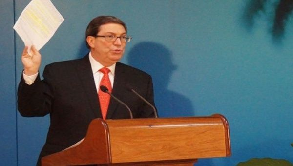 The Cuban Foreign Minister offers a press conference before international media.
