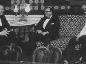 El presidente Nixon y su asistente charlan con Tachito Somoza