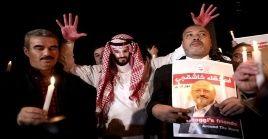 El acto fúnebrecontó con asistencia de amigos personales, colegas, quienes llevaron velas para conmemorar la memoria del periodista saudita.
