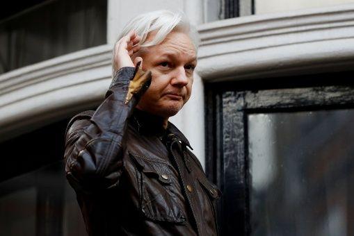 Assange es solicitado por EE.UU. para ser juzgado por la publicación de documentos militares y diplomáticos de carácter confidencial.