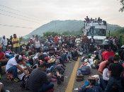 El jueves pasado, el mandatario estadounidense anunció el envío de tropas militares a la frontera para imperdirles el paso.
