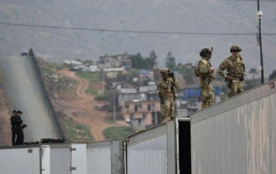 Unos 2.100 miembros de la Guardia Nacional están desplegados en la frontera de EE.UU. para impedir el ingreso de la caravana de migrantes centroamericanos.