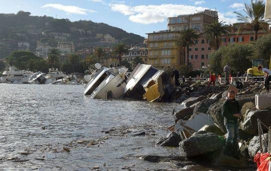 Unos 5.800 bomberos fueron desplegados para atender emergencias por emergencias por inundaciones, deslizamientos de tierra y árboles caídos.