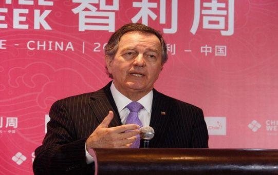 El canciller chileno, Roberto Ampuero, durante su participación en un foro con empresarios celebrado en Beijing.