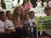 La artista anunció la construcción de dos colegios a cargo de tres fundaciones, entre ellas, la que dirige Shakira y la fundación del club de fútbol Barcelona.