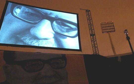 Una pantalla con la imagen del presidente chileno Salvador Allende  en el Estadio Nacional en Santiago.