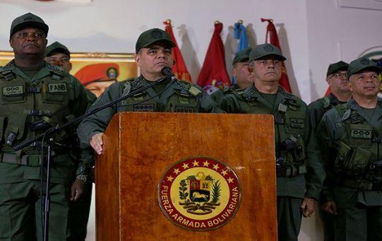 El ministro expresó sus condolencias a las familias de los fallecidos, al tiempo que recordó que Venezuela también es víctima de la guerra que por más de 60 años ha azotado Colombia.