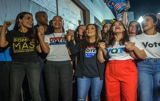 Además, el 53 por ciento de los hispanos con intenciones de acudir a las urnas, afirmaron que estaban motivados para elegir un candidato al Congreso que se oponga al presidente Donald Trump.