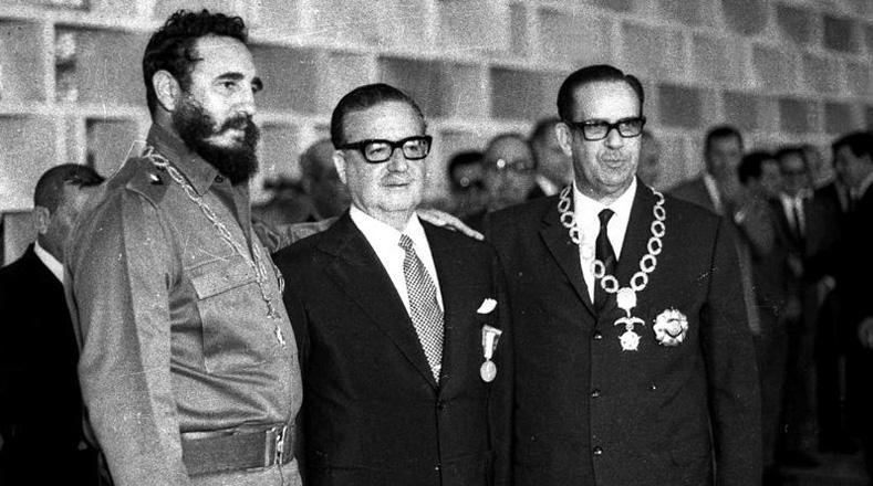 """""""No olvides por un segundo la formidable fuerza de la clase obrera chilena y el respaldo enérgico que te ha brindado en todos los momentos difíciles; ella puede, a tu llamado ante la Revolución en peligro, paralizar a los golpistas, mantener la adhesión de los vacilantes, imponer sus condiciones y decidir de una vez, si es preciso, el destino de Chile"""", le dijo el líder cubano a Allende."""