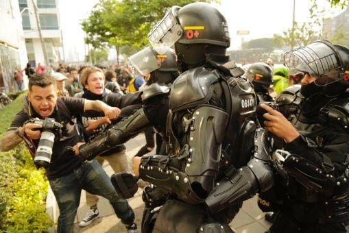Resultado de imagen para esmad protesta colombia