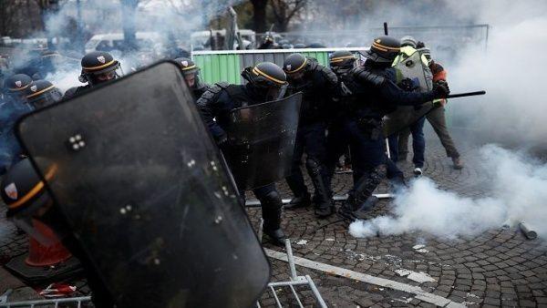 Más de 200 detenidos y varios heridos ha sido el saldo de la policía francesa contra los manifestantes que se levantan ante las medidas económicas de Emmanuel Macron.