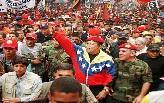 Hugo Rafael Chávez direccionó al país a una constante aplicación de la democracia a través de la elección popular.