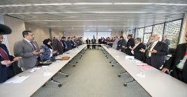 El anterior encuentro celebrado en septiembre en Suiza, no contó con la presencia de los portavoces del bando insurgente.