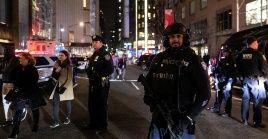 Tras verificar, la Policía volvió a abrirel tráfico en la zona al no haber descubierto ningún explosivo en el edificio.