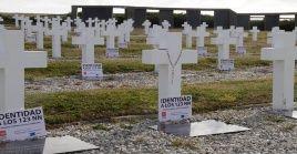 Durante la guerra de las Malvinas murieron al rededor de 649 argentinos de los cuales 237 se encuentran sepultados en las islas.