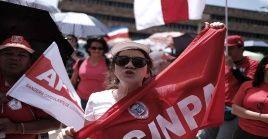 Más de 65.000 profesionales se manifestaron contra la reforma fiscal y el recorte del presupuesto de Costa Rica.