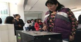 Más de 24 millones de peruanos están convocados a participar en el referendo.