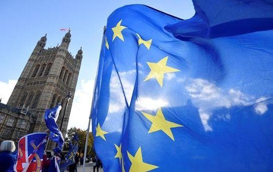 Ciudadanos británicos se manifestaron el domingo a favor del brexit.