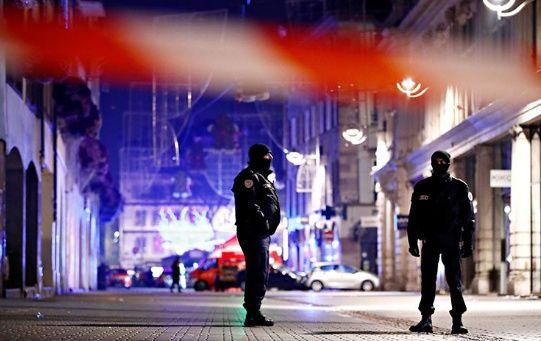 Al menos 350 personas, incluido un centenar de oficiales de la Policía judicial, así como dos helicópteros fueron movilizados para la persecución del autor del atentado, que se dio a la fuga.