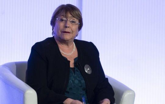 """""""Solo puedo decir que lamento esa decisión, porque soy una convencida de que la migración existió en el pasado en Chile y va a seguir así, porque es la historia de la humanidad"""", sostuvo Bachelet."""