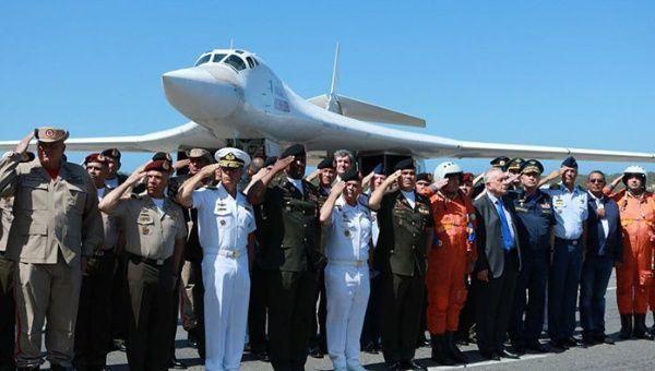 El pasado 10 de diciembre aterrizaron en Maiquetía, a las afueras de Caracas, dos bombarderos supersónicos rusos, los emblemáticos Tupolev 160 (Tu-160).