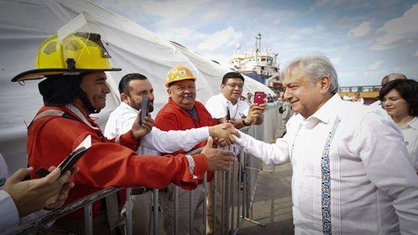 """""""Es un momento decisivo en la historia de nuestro país y en la historia de la explotación petrolera"""", indicó el mandatario mexicano."""