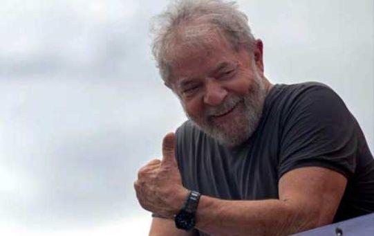 """Para Lula, el pueblo cubano """" puede sentirse muy orgulloso de sus médicos y de sus escuelas de Medicina""""."""