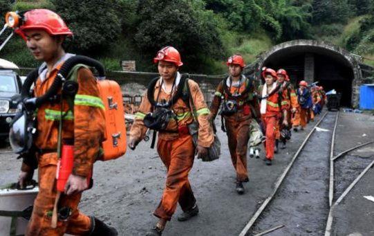 Las minas en China, especialmente las de carbón (principal fuente de energía del país), registran un alto índice de accidentes y se cuentan entre las más peligrosas del mundo.
