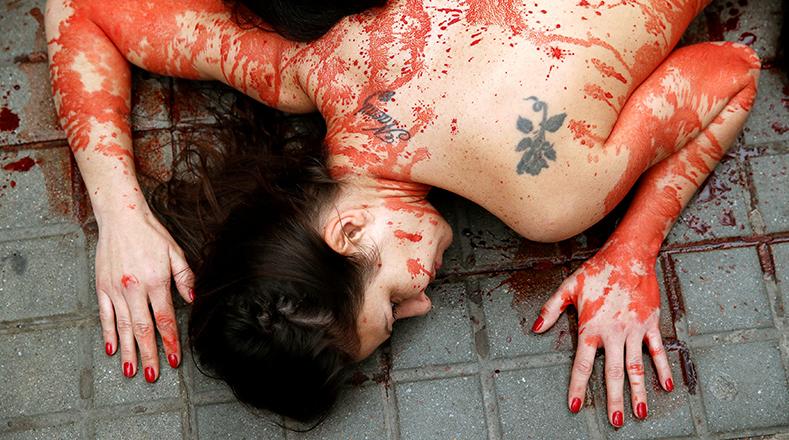 La ONG intenta dar voz a los animales maltratados y asesinados para la producción de vestimenta con pieles.