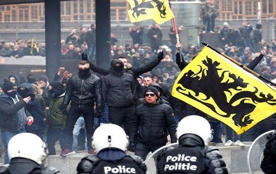 La policía local empleó gases lacrimógenos y camiones hidrantes para reprimir la protesta, que dejó un saldo de al menos 97 personas detenidas.
