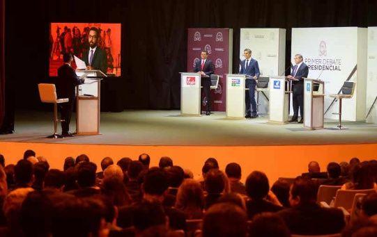 Al encuentro asistieron tres de los cuatro candidatos presidenciales.