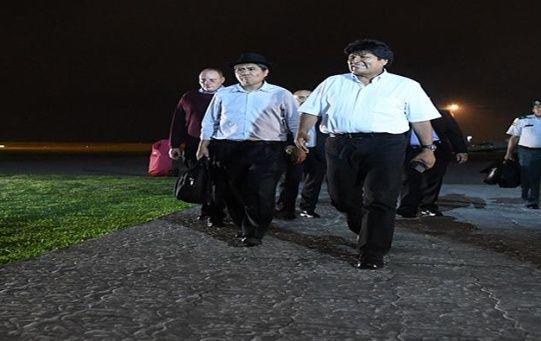 Evo Morales llegó a Uruguay acompañado del canciller Diego Pary.