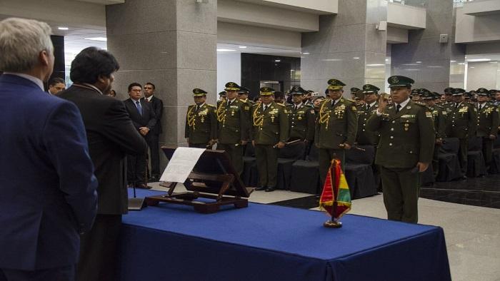 Evo Morales nombra nuevo alto mando militar en Bolivia | Noticias | teleSUR