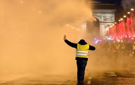 Las protestas se concentran en los Campos Elíseos de París y en el centro de Marsella.