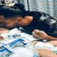 La madre de Abdulá no pudo acompañar a su hijo en el proceso médico debido a la prohibición de veto migratorio, que afecta a varios países de Medio Oriente.