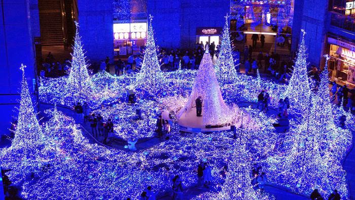 Los japoneses crean fantásticos espectáculos de luces y sonido para despedir el año.