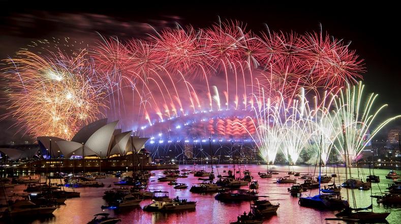 Sidney, capital de Australia, rindió homenaje a las tribus indígenas y sus primeros pobladores para recibir el año nuevo y verter energías positivas en una rememoración de su cultura y sus antepasados.