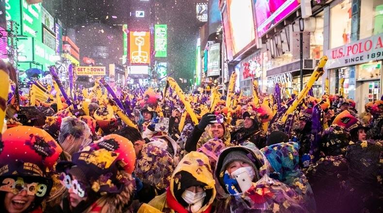 La celebración del Año Nuevo en Times Square, Nueva York congrega a millones de personas.