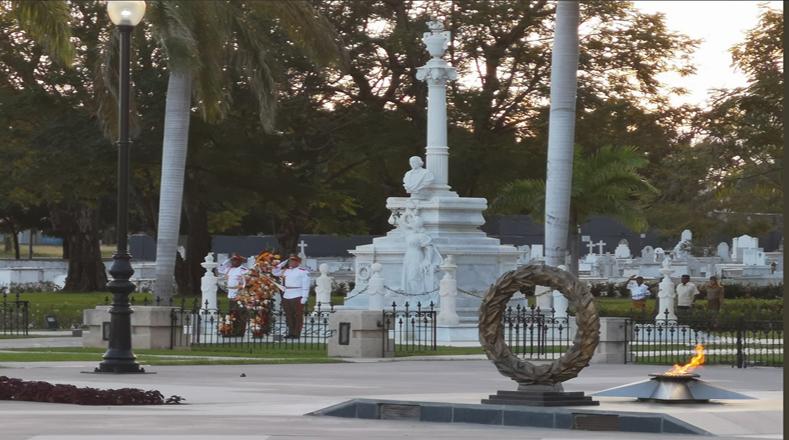 El acto central por el 60 aniversario de la Revolución tuvo lugar en el Cementerio Patrimonial Santa Ifigenia, en la provincia oriental de Santiago de Cuba.